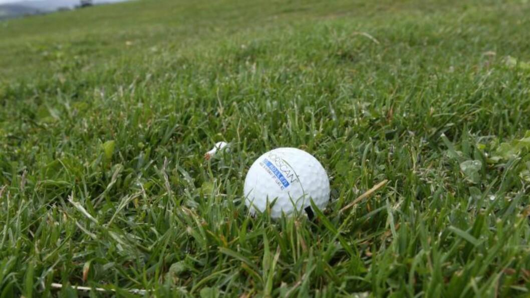 <strong>7000 GOLFBALLER:</strong> En automat utenfor klubbhuset til Stiklestad golfklubb skal ha blitt bestjålet for 7000 golfballer, som har en samlet verdi på 21-28 tusen kroner. Foto: Tor Aage Hansen