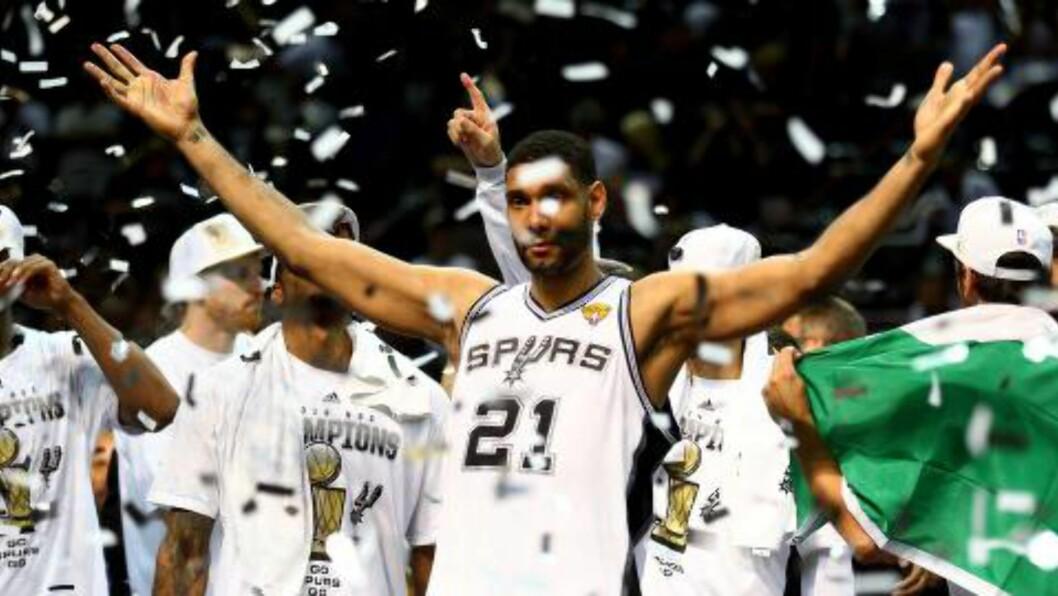<strong>TILBAKE SOM MESTER:</strong> Tim Duncan og San ANtonio Spurs vant NBA-finalen i natt.Foto: Andy Lyons/Getty Images/AFP/ NTB Scanpix