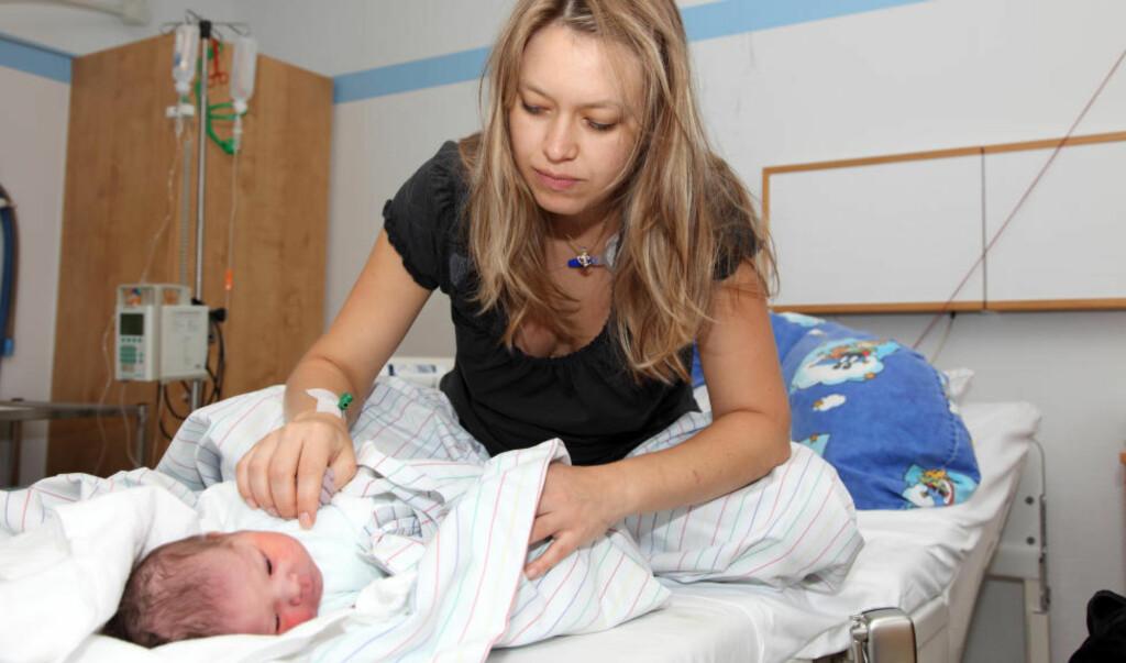 FÅR IKKE LIGGE PÅ SYKEHUS: Flere og flere mødre må belage seg på å dra hjem allerede samme dag som de har født. Illustrasjonsfoto: COLOURBOX