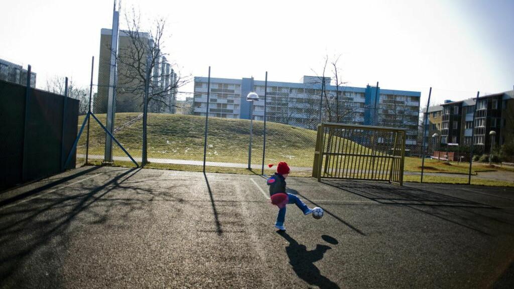 SEGREGERT:  I Rosengård kan man bo hele livet uten å forholde seg til det svenske storsamfunnet, med unntak av kontakt med sosiale myndigheter, skriver Storhaug.  Foto: Thomas Rasmus Skaug