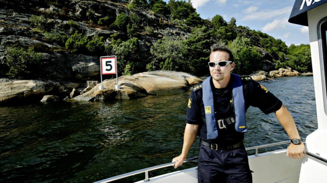 <strong>MYE BRUKT:</strong> Østfold politidistrikt har god bruk for sin Targa 31, spesielt nå i bade- og båtsesongen. Her er betjent Martin Fjeld om bord i båten sommeren 2008. Foto: KRISTIAN RIDDER-NIELSEN / DAGBLADET