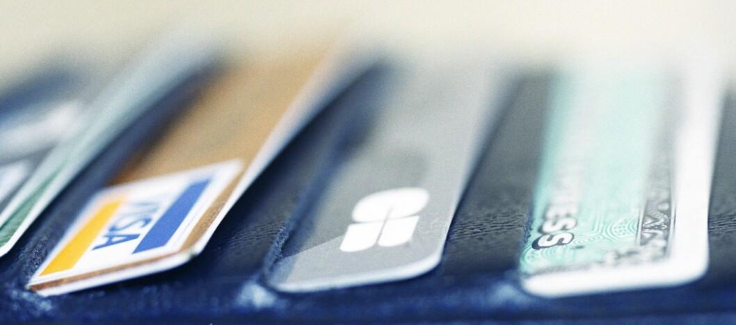 Ikke ta opp forbrukslån for å betale ned annen gjeld, understreker Nordea, som opplever at kredittkortgjeld skaper trøbbel for en del nordmenn. Foto: Colourbox.com