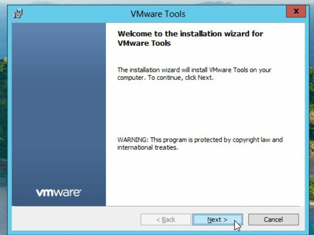 Følg anvisningene, og start den virtuelle PC-en på nytt når installasjonen er ferdig.