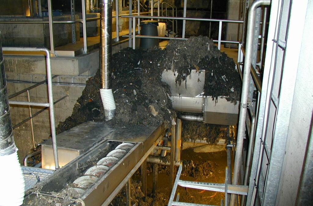 Slik kan det gå når det tetter seg i renseanlegget. Her er søppel som er fisket ut av kloakken fra Bekkelaget renseanlegg i Oslo. Foto: Vann- og avløpsetaten, Oslo kommune