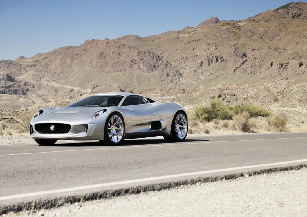 <strong><b>TAR OPP KAMPEN:</strong></b> Jaguar C-X75 skal ta opp kampen med James Bonds spesiallagde Aston Martin i den nye Bond-filmen som kommer i november.  Foto: JAGUAR