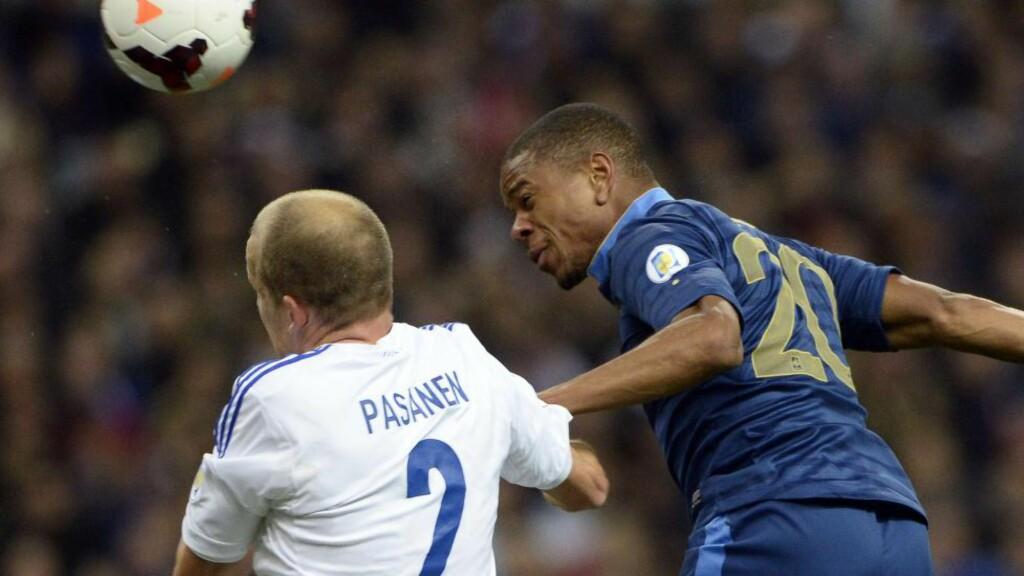 Spiller med hodet: Den franske landslagsspissen Loic Remy header ballen i landskamp mot Finland, en kamp som forøvrig endte 3-0 til franskmennene. I kveld spiller Frankrike privatlandskamp mot Nederland, og oddstippere som bruker hodet kan fort lande på uavgjort.