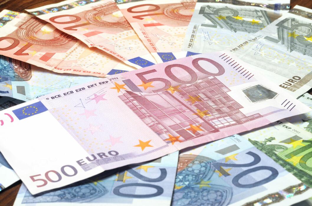 Det kan være lurt å ta med euro i kontanter på ferien, men husk at det kan være begrensninger på hvor mye reiseforsikringen dekker ved tyveri.