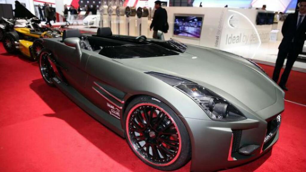 BIL? MOTORSYKKEL? Nei, ingen av delene. Dette er et... sports-kjøretøy, ATV-basert med en høy-ytelses motorsykkelmotor, men med et bil-lignende karosseri, ratt og girspak. Wazuma GT heter det lille vidunderet.  Foto: SALON DE L'AUTO