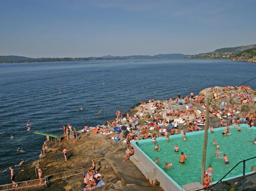 Helleneset i Bergen er et av områdets mest populære badeplasser.  Foto: Bergen og omland friluftsråd