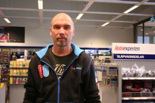 Klas Magnusson, daglig leder ved AutoExperten i Töcksfors. Foto: Kristin Sørdal