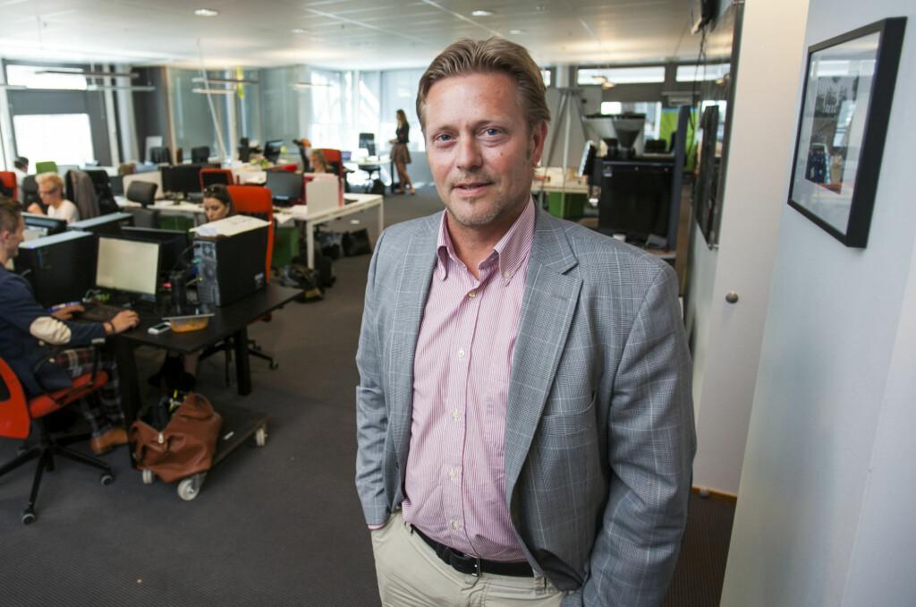BEKLAGER: Groupon-sjefen i Norge, Bredo Johansen, beklager at ting har gått galt for mange Groupon-kunder. Men nå mener han at alt er ordnet opp i. Her står han i Groupons lokaler i Nydalen i Oslo.  Foto: Per Ervland