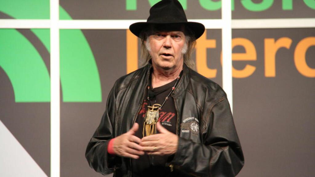 PUSHER PONO: Neil Young på scenen i Austin tirsdag. Ville du kjøpt en digital musikkspiller av denne mannen? Kanadieren vil bringe den gode lyden til bærbar musikk. Foto: Øyvind Rønning / Dagbladet