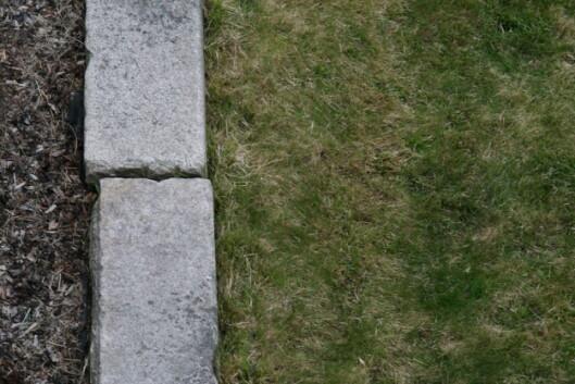Skifer er også en god løsning for å holde gresset unna, men det koster mer. Foto: Maren Synnevåg