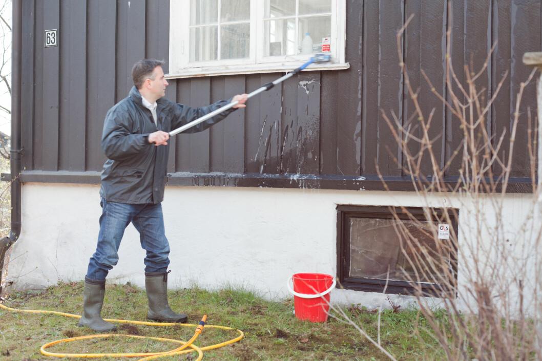 <strong><b>HUSVASKEN KAN ØDELEGGE VINDUENE:</strong></b> Husvask og andre kjemikalier kan ødelegge vinduene dersom du har selvrensende vinduer. Foto: Kristian Owren / Ifi.no