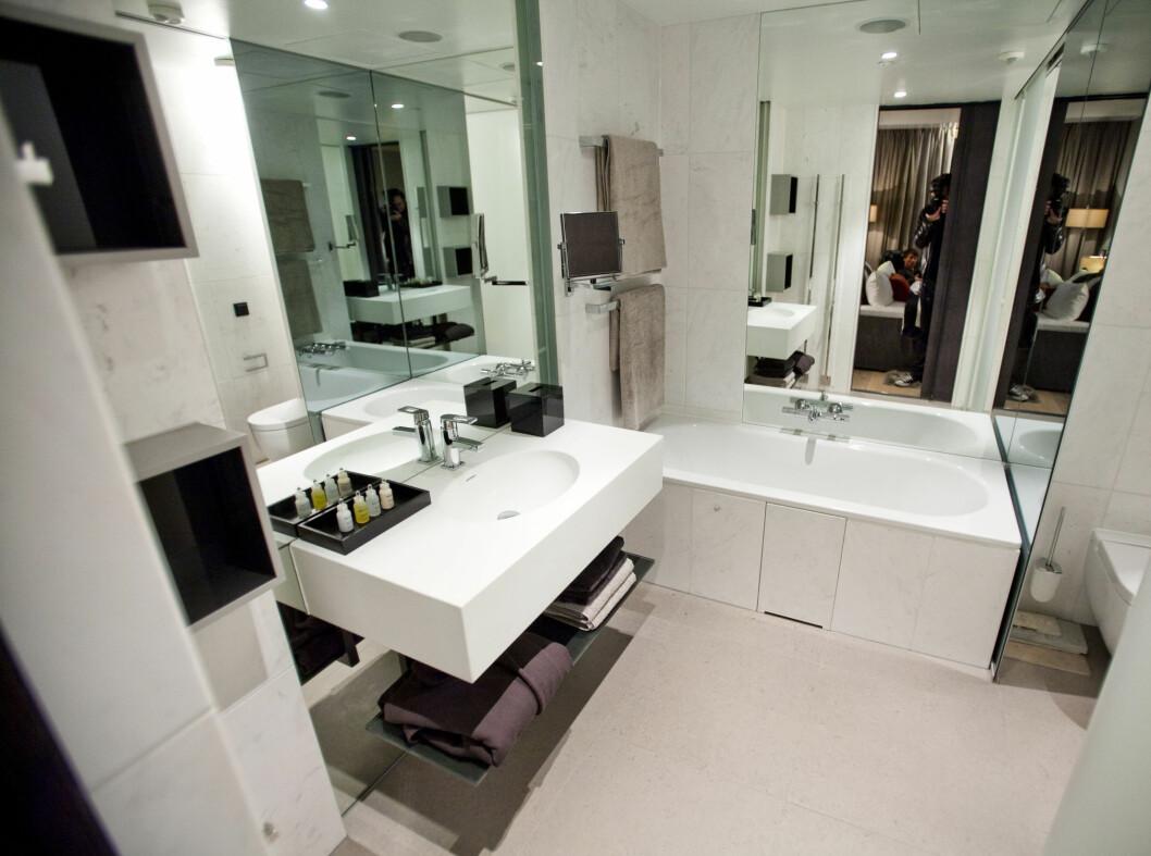 Lekkert og romslig, med både badekar og separat dusj.  Foto: Per Ervland