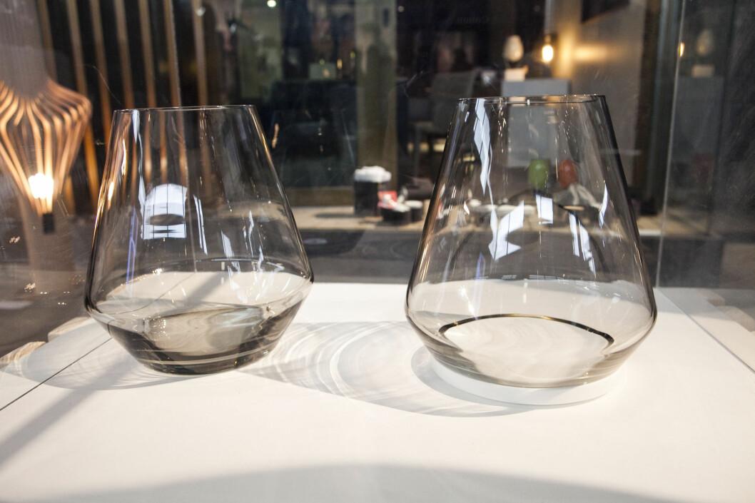 Lysestakene Fyr av Vibeke Skar & Ida Noemi. Den til høyre har bunn av corian, og glasset kan løftes opp, slik at du slipper å kløne når du skal tenne lyset.  Foto: Per Ervland