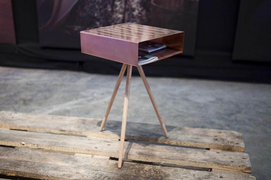 Bordet Tripod Copper Box av Simen Aarseth er tenkt til hotellrommene.  Foto: Per Ervland