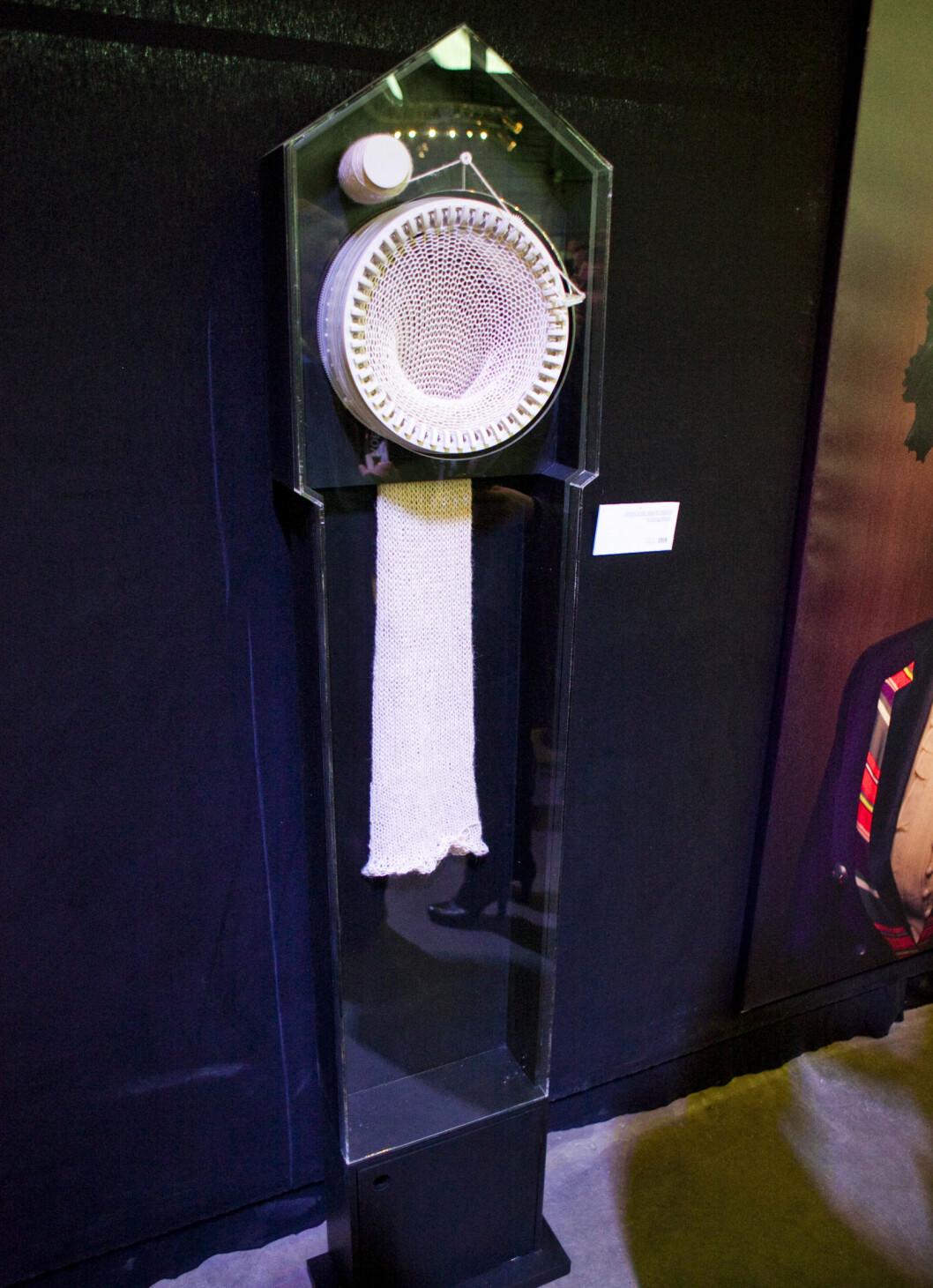 <strong>Stordalens favoritt:</strong> Strikkeklokken av Siren Elise Wilhelmsen. Foto: Per Ervland