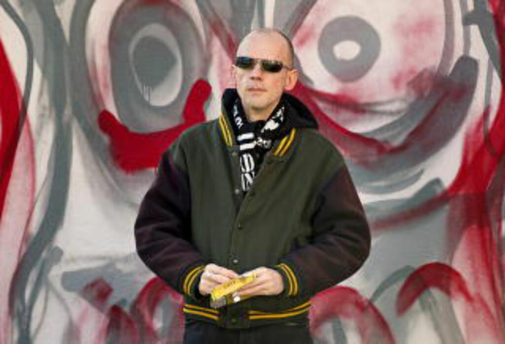 SLO HARDT TILBAKE: -Vi stilte spørsmålet: «Skal vi være offer eller slakter? Dem som blir slått eller slår tilbake?» Og vi valgte det siste, sier Jan Kallevik, pensjonert, militant SHARP-aktivist. Foto: Torbjørn Berg / Dagbladet