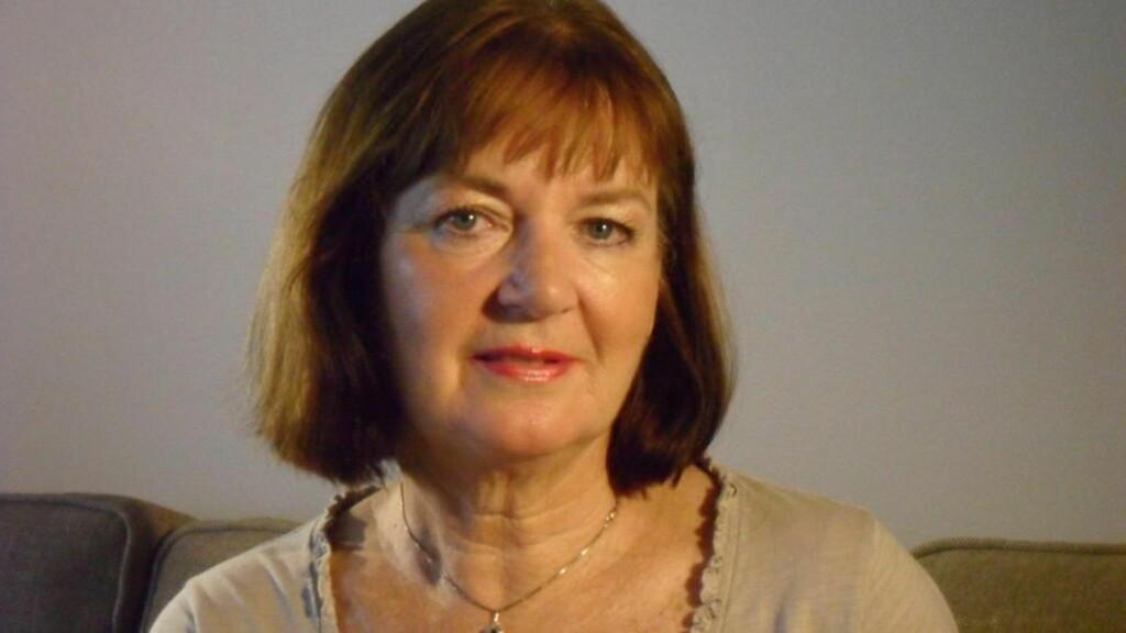 FARGERIK: Helen Gathe maler og skriver. Nå har hun gått helt til topps i Diktkammeret. Foto: PRIVAT
