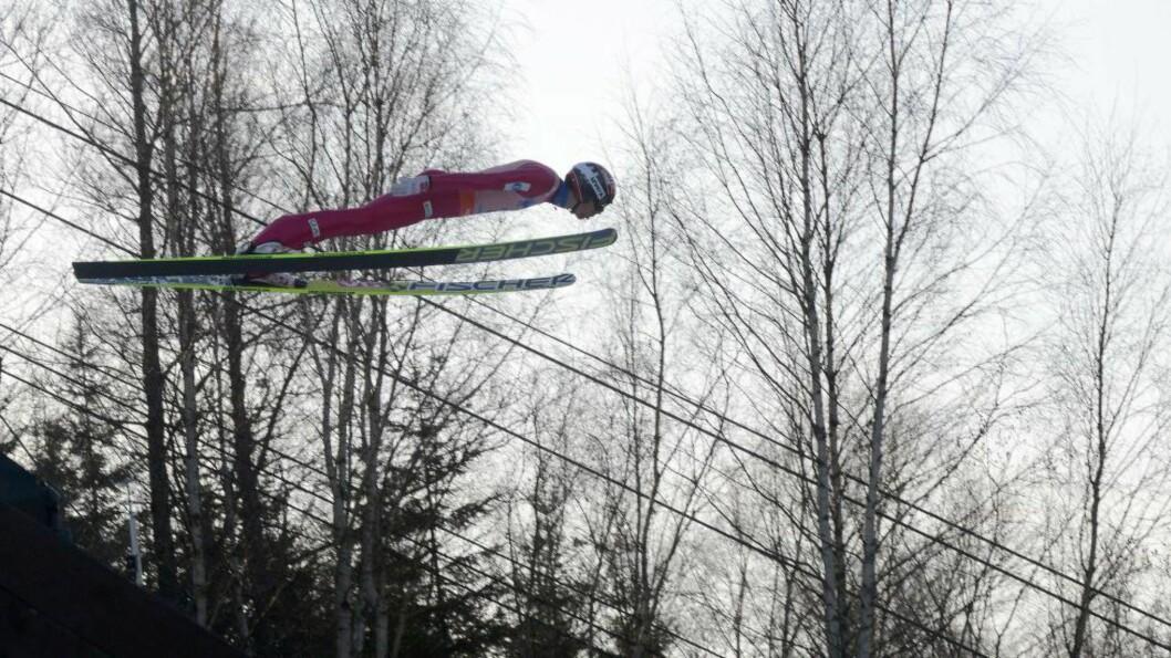 <strong>PÅ SØLVPLASS:</strong> Anders Bardal ligger på andreplass etter gårsdagens to omganger i skiflygings-VM. I dag skaper vinden problemer for de tsjekkiske arrangørene, og det er fare for at de to avgjørende omgangene avlyses. Juryen møtes klokka 17.30. Foto: Michal Cizek, AFP / NTB Scanpix