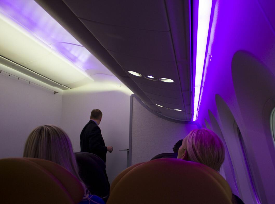 787 Dreamliner har lik belysning. Denne har 16 programmerte lysscener, mens flyet Norwegian bruker nå har åtte. Foto: Silje Ulveseth
