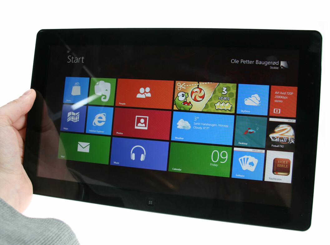 <strong>HER ER DET:</strong> Slik ser Metro-hjemskjermen ut på Windows 8 på et nettbrett. Pent, synes vi.  Foto: Ole Petter Baugerød Stokke
