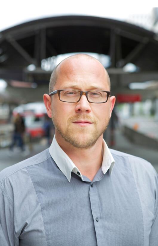 <strong>KREVER GRATIS:</strong> Kommunikasjonsrådgiver Martin Skaug Halsos i Forbrukerrådet ser ingen grunn til at ladere ikke skal holde i fem år.  Foto: FORBRUKERRÅDET