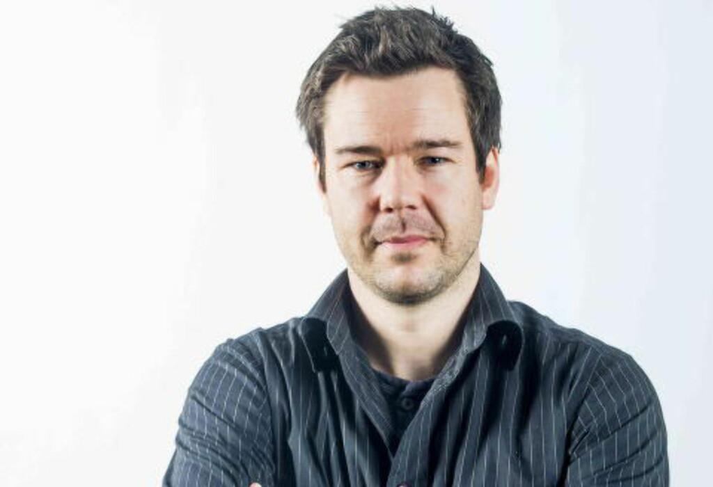 SPILL HELLER PÅ MOLDE: Lars Dybwad plukker ut en forskjellige vinnere til tabelltipset og til oddskupongen. Foto: Thomas Rasmus Skaug / Dagbladet