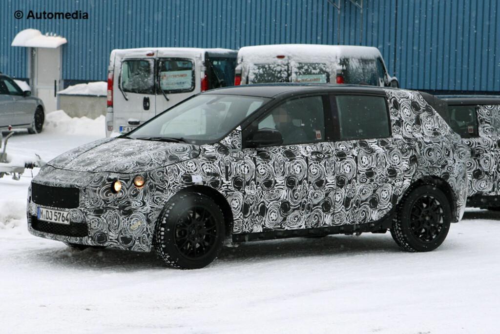 Spionene fra Automedia overrasket BMWs kommende Mercedes B-klassekonkurrent under vintertesting. 1-serie GT, mener de den skal hete. Foto: Automedia