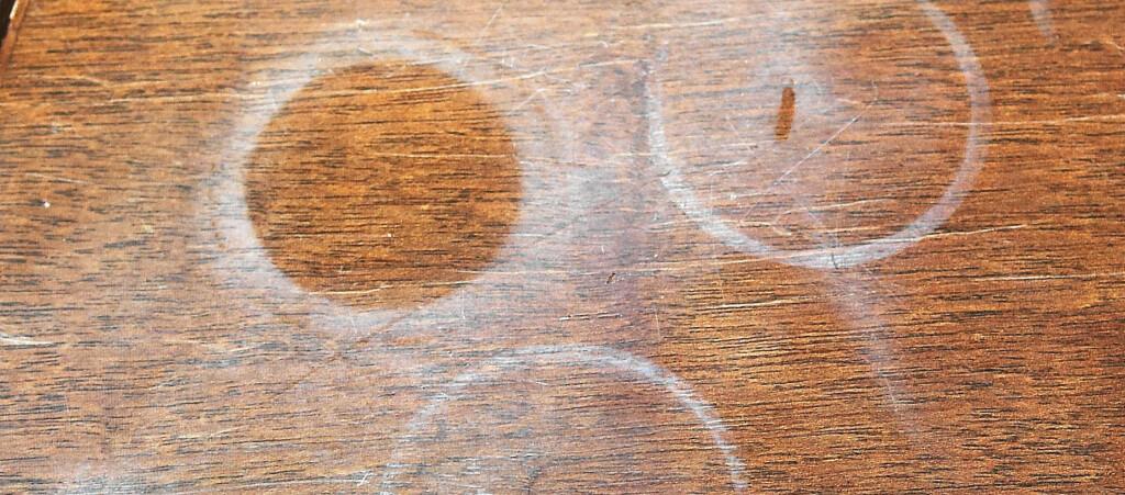 <b>Verdens smarteste triks?</b> Vår leser fjerner slike ringer med strykejern på 1-2-3. Foto: Ifi.no