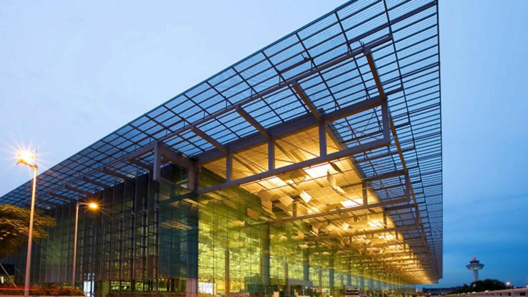 <strong>REGIONALT KNUTEPUNKT:</strong> Terminal 3 på Changi International Airport Terminal åpnet i 2008 og har vært med på å gjøre flyplassen til et stort regionalt knutepunkt. Her inne finner du blant annet en hage med fossefall.  Foto:  AFP/ HO / Civil Aviation Authority of Singapore/NTBScanpix