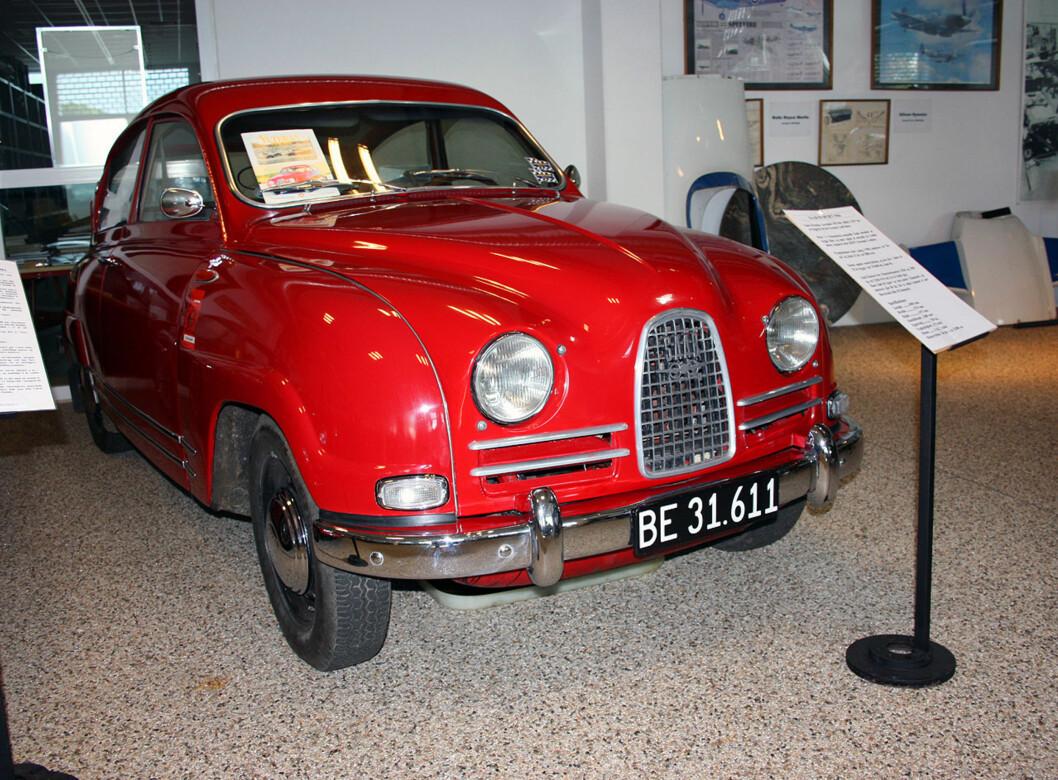 En sporty Saab 96 fra 60-tallet, utstilt på Sommers bilmuseum ved København Foto: Knut Moberg