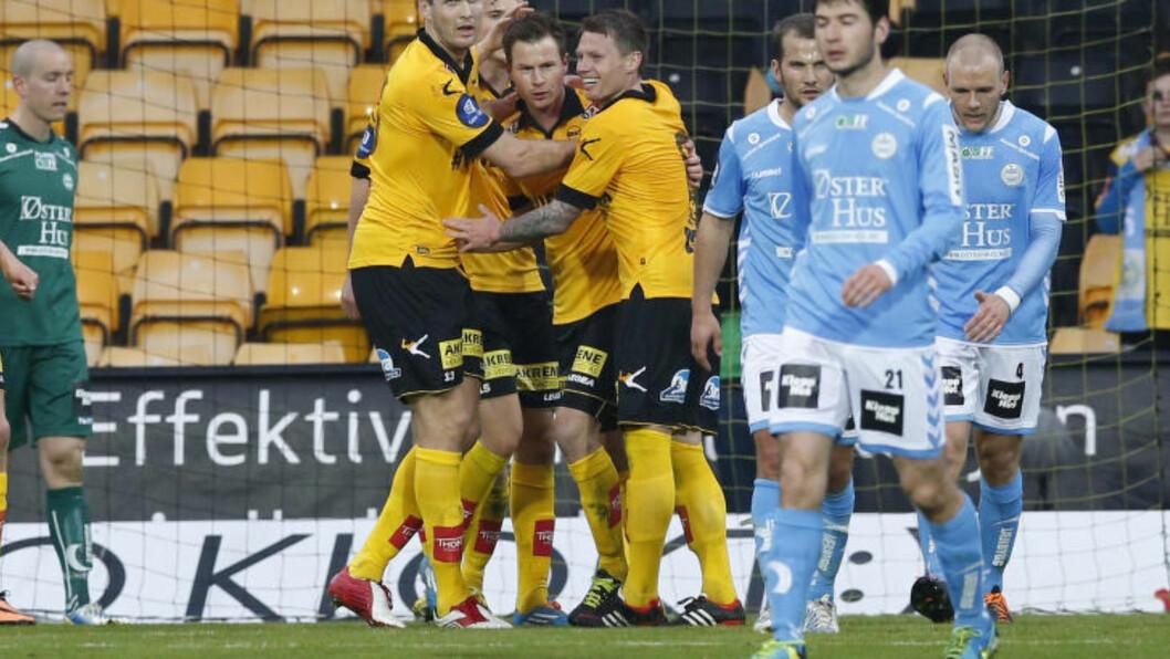 <strong>JUBEL:</strong> LSK feirer Vaagan Moens 1-0-scoring. Foto: Terje Bendiksby / NTB scanpix