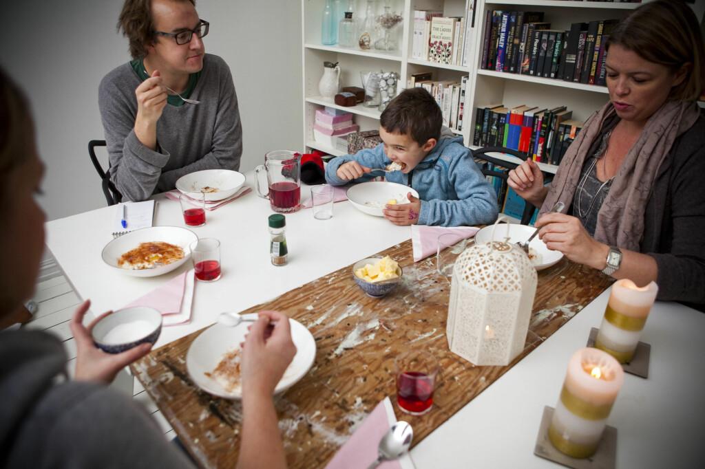 JULEGRØT: Nordmenn elsker risengrynsgrøt, spesielt i jula. Nå trenger du ikke lage den selv lenger. DinSides testpanel har funnet frem til de beste og verste ferdig-grøtene.  Foto: Per Ervland