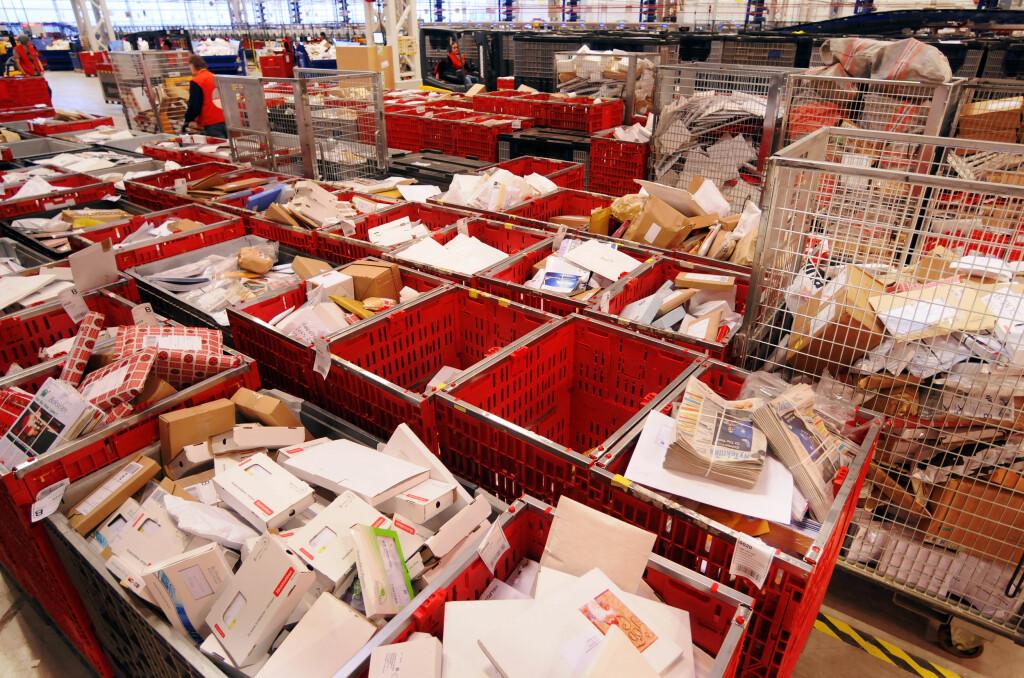 BILLIGERE: Å kjøpe varer på utenlandske nettbutikker blir billigere med forenklet fortolling, men grensen for når varene må fortolles er fortsatt lav.  Foto: Nils Midtbøen/Posten