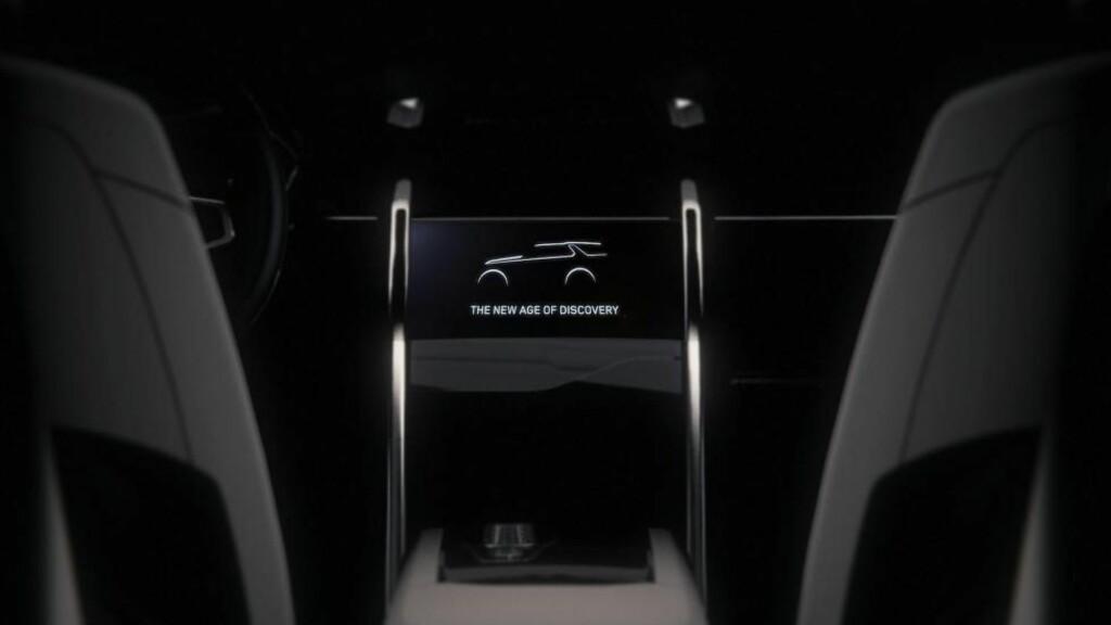STOR SKJERM: Konseptbilen er av det minimalistiske slaget. Men forvent at midtkonsollen vil bli dominert av en stor touchskjerm.   Foto: LAND ROVER