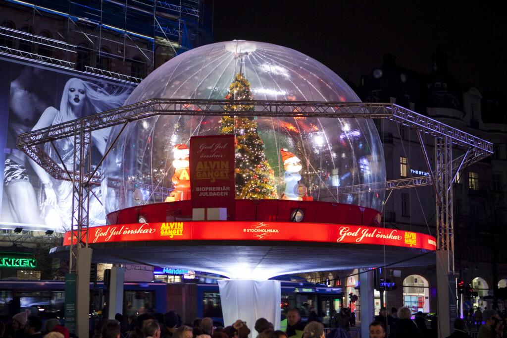 """JA, DU SER RIKTIG: Den store åpningen av lysinstallasjonen var en stor reklame for filmen """"Alvin och gänget"""". Hvor er lysene? Foto: Per Ervland"""
