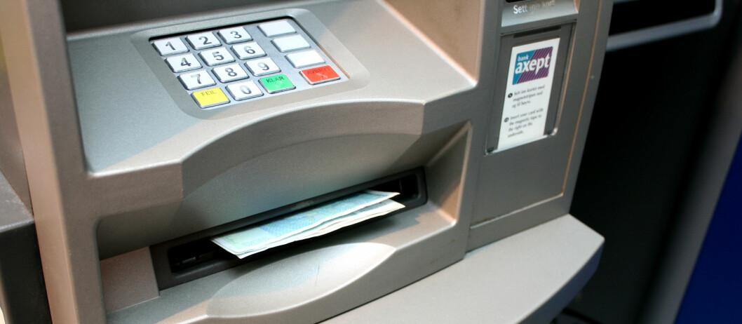 Dukker ikke pengene opp her, kan det være grunn til å tro at noen har montert en kontantsperre på minibanken. Foto: Kristina Picard