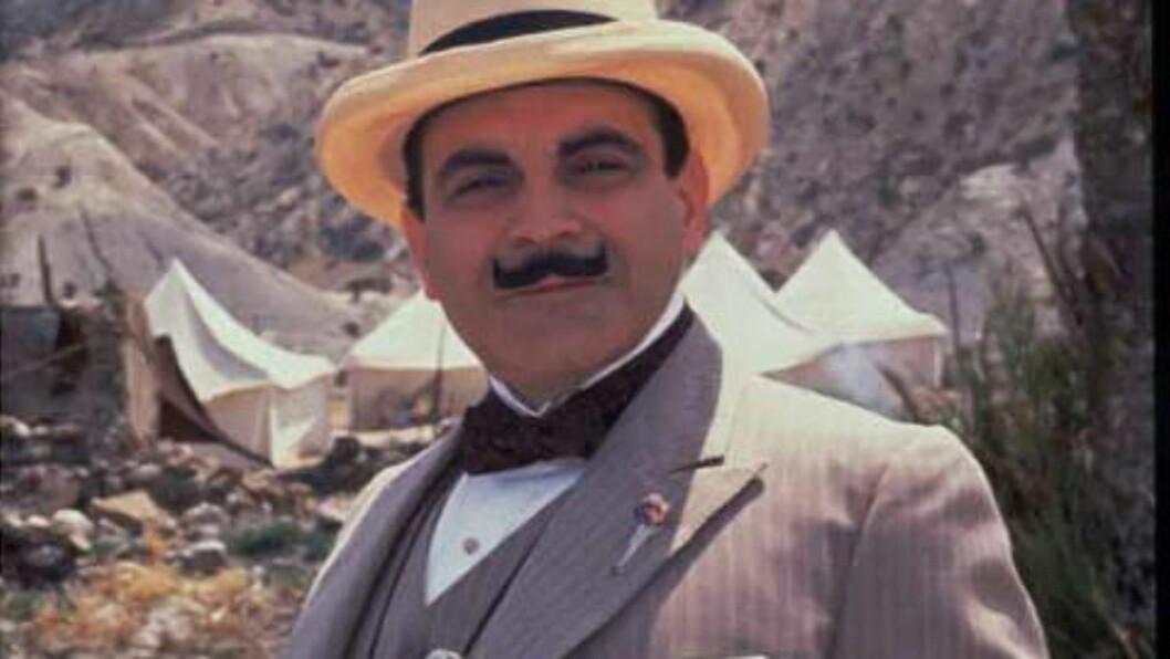Hercule Poirot i kjent stil i David Suchets skikkelse. I påska tar vi farvel med hans Poirot.