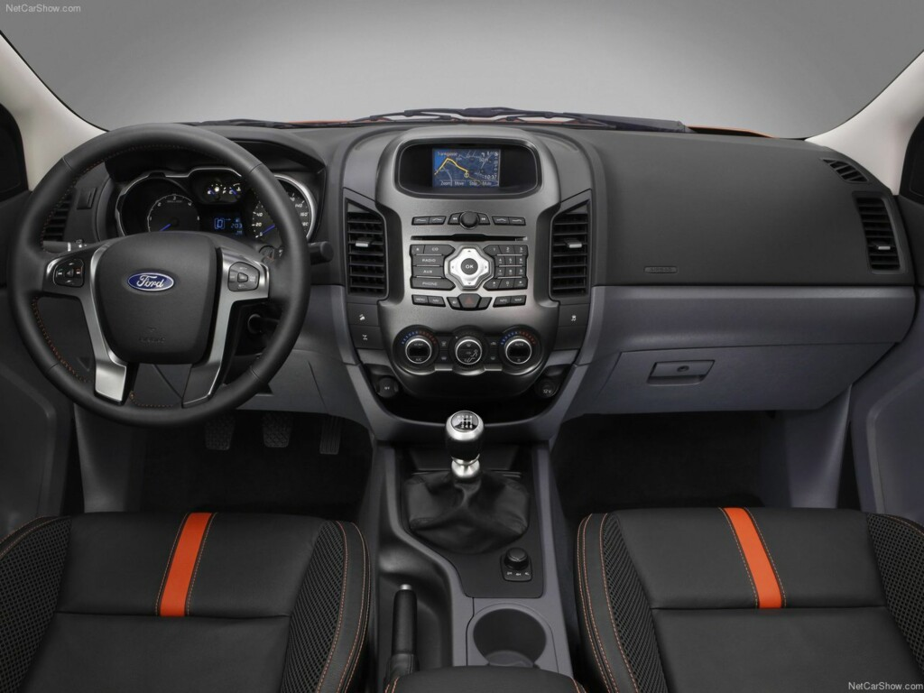 Mer personbilaktig: Interiøret i nye Ford Ranger Foto: Ford