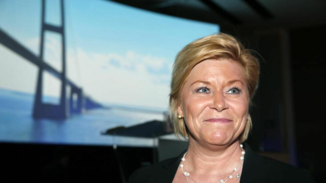 <strong>I STORTINGET FREDAG:</strong> Siv Jensen vil blant annet gi Norges Bank ansvaret for etikk. Tidligere finans-statssekretær er skeptisk. Foto: Terje Bendiksby / NTB scanpix