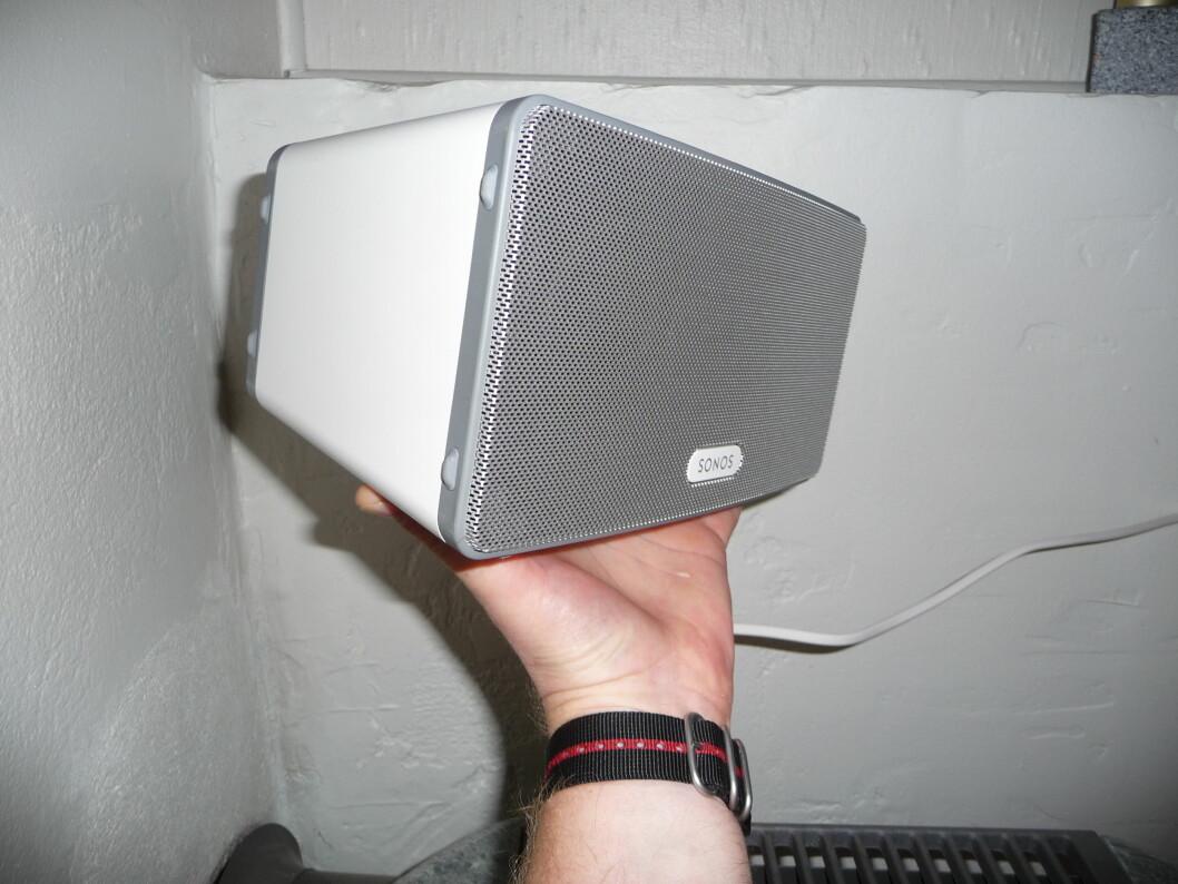 Den er ikke større enn at du kan holde den med en hånd, og i bruk er den strålende. Foto: Øyvind P