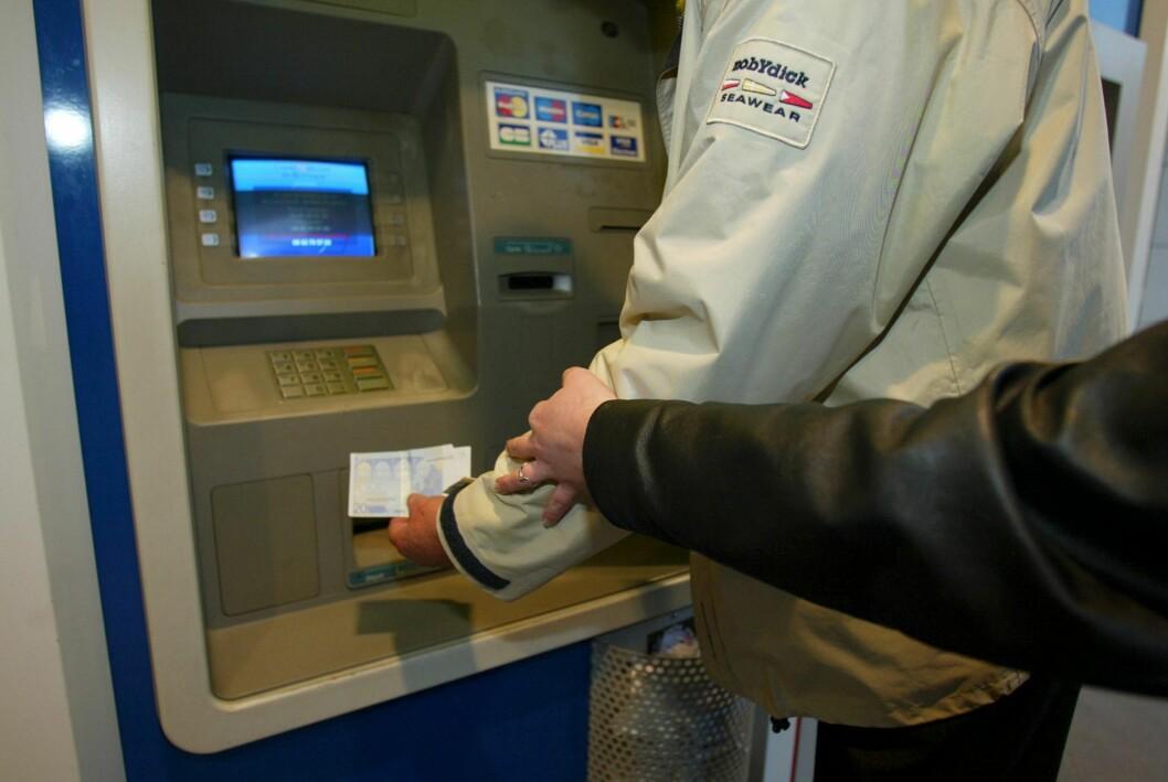 <strong>STJELER KODE OG KORT:</strong> Spesielt de eldre har blitt utsatt for tyveri i minibanker de siste årene. Foto: Colourbox.com