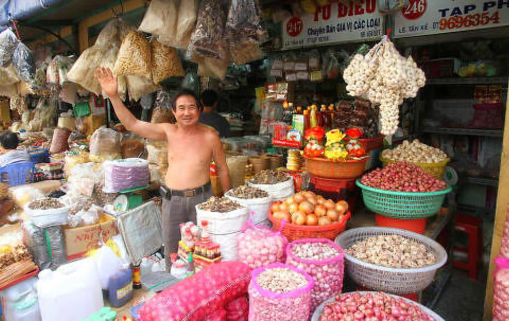 THAI BINH-MARKEDET: Ta gjerne turen hit om morgenen, når det yrer av liv. Foto: RUNAR LARSEN