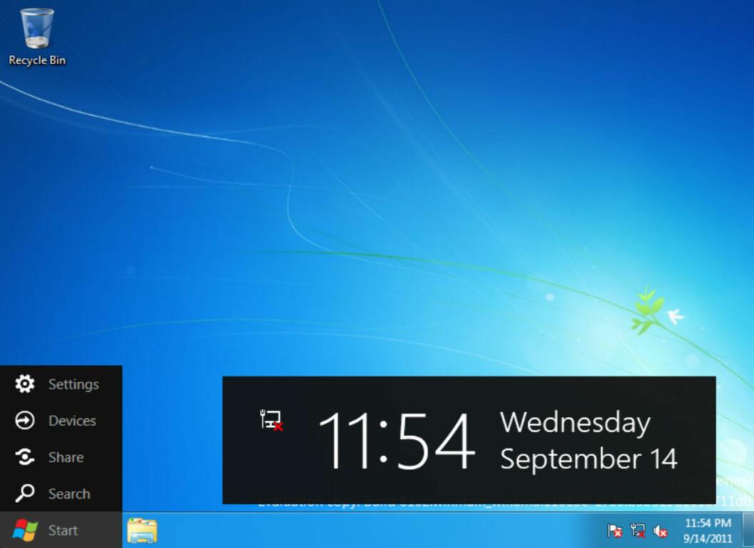 Skrivebordet er fortsatt tilstede i Windows 8. Beveger du musepekeren nederst til venstre får du opp denne menyen. Klikker du på startknappen kommer du tilbake til Metro-startskjermen. Hvor startmenyen har blitt av vites ikke.