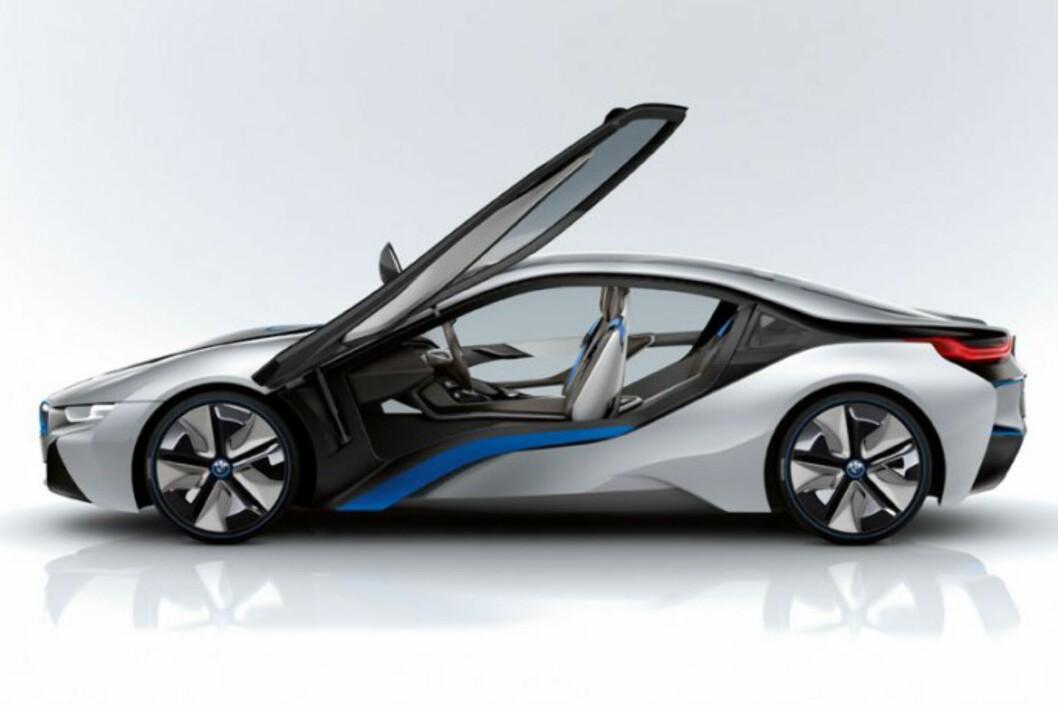 <strong><B>RÅTASS:</strong></B> BMW i8 er full av ny teknologi, men én av disse vekker kanskje mer oppsikt enn de andre. Foto: BMW