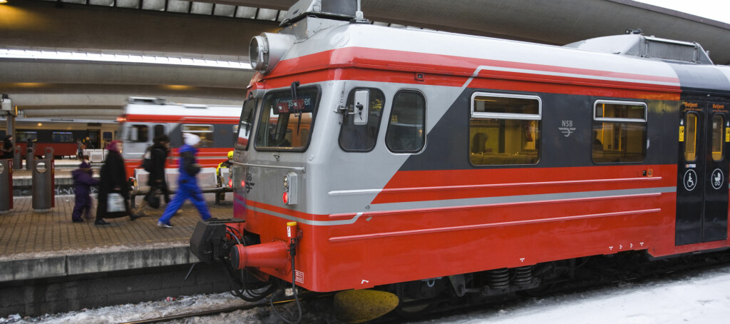 VELGER FORTSATT TOG: Noen flere valgte tog som transportmiddel i 2010, selv om økningen fra 2009 er minimal. Foto: Per Ervland