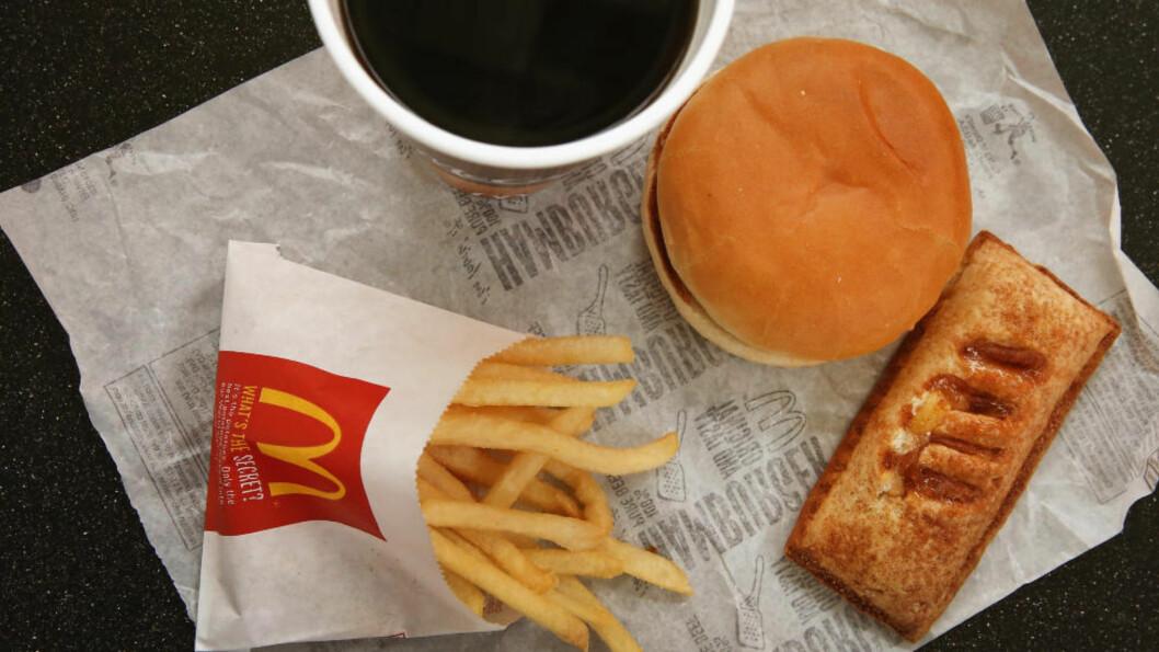 <strong>FEITE GREIER:</strong> Burger og pommes frites er ikke det sunneste. Foto: Scott Olson / Getty Images / AFP / NTB scanpix == FOR NEWSPAPERS, INTERNET, TELCOS &amp; TELEVISION USE ONLY ==