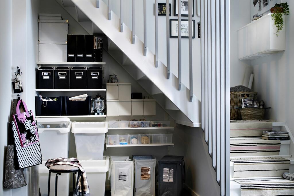 <b>Ikke glem dødplassen:</b> Plassen under trappen kan for eksempel huse garderobe, skittentøy, resirkuleringsstasjon ...  Foto: Ikea